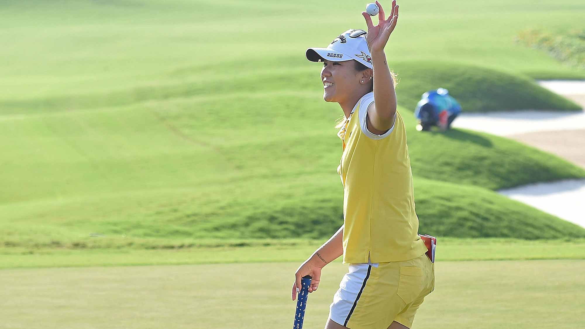 Lydia Ko of New Zealand acknowledges the fan during the final round of 2015 Fubon LPGA Taiwan Championship on October 25, 2015 in Miramar Resort & Country Club